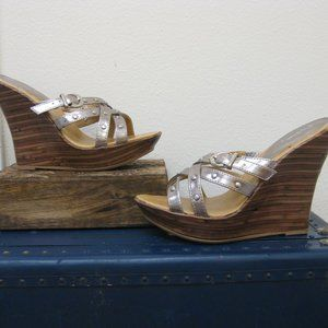NWOT Qupid silver metallic studded wedges 7.5